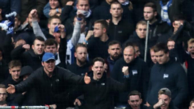 Dortmund-Hertha: brutális háború a zsaruk ellen