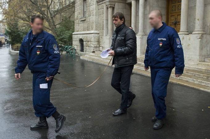Magyar bunda: véres rongyként hurcolták meg, most nyilatkozott