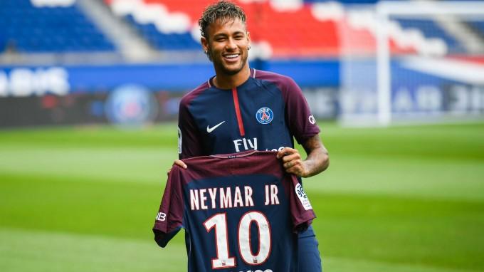 Neymar Aranylabdát nyer