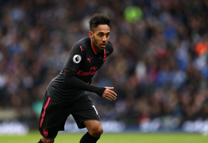Arsenalban játszik, az apja lesz a szövetségi kapitánya
