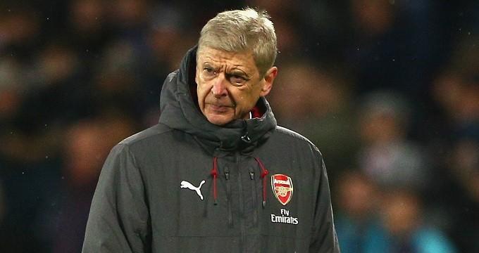 Wenger lapátra kerülhet, ez a sztáredző válthatja