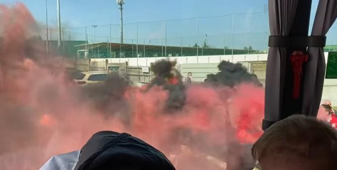 Görögtüzekkel engedték útjára a Budafok ultrái a csapatot - videó